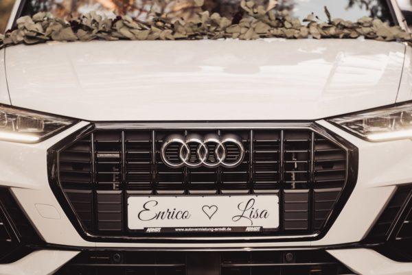 Kennzeichen für den Hochzeitswagen