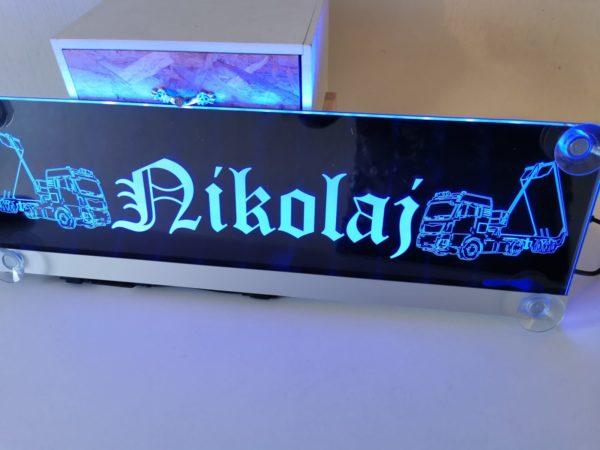 Beleuchtete Namensschilder